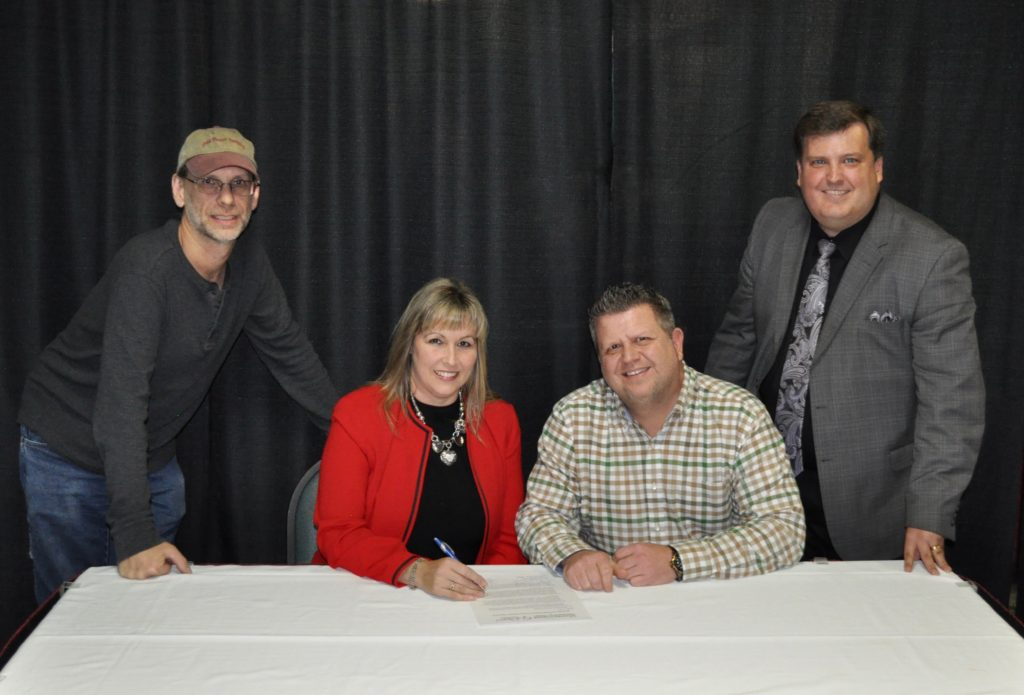 CHAPEL VALLEY SIGNS EXCLUSIVE PUBLICITY AGREEMENT  WITH MARCIE GRAY